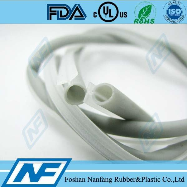 Flexible and rigid TPV+PP co-extruded door seal